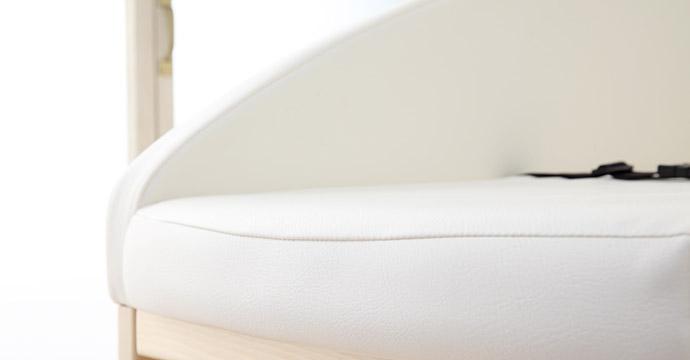 寝台の両サイド